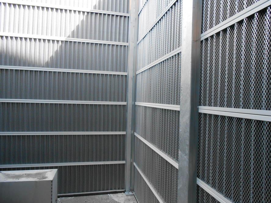 una Barriera antirumore metalliche